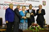 Recibe Carmen Angulo Camacho es galardon como Guamuchilense Distinguida 2019