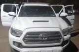 Policía Estatal asegura vehículo con arma y  sustancias nocivas