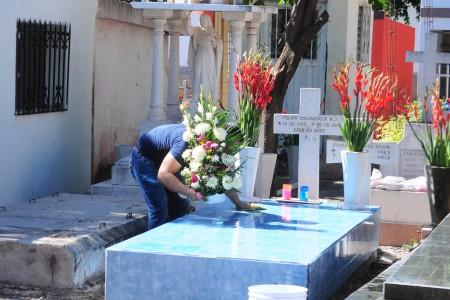 En Angostura también cerrarán panteones el Día de Muertos
