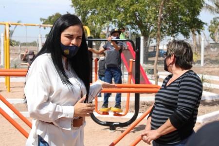 Alcaldesa inaugura parque recreativo en Playa Colorada