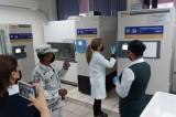 Salen vacunas de ultracongeladores de la UAS para aplicarlas a adultos mayores de Ahome