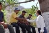 Lupita Iribe Gascón escucha las necesidades que tiene la comunidad de Bamopa y hace compromisos con la ciudadanía